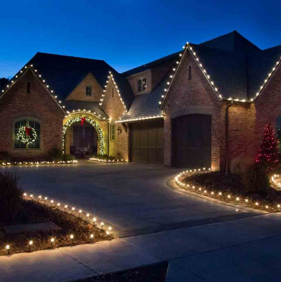 Who Offers Holiday Light Design in Smithton, MO?